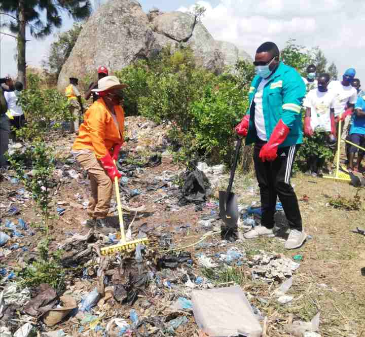 Minister joins Dedza residents in clean up campaign